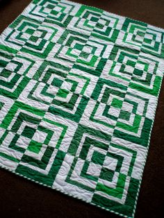 History Quilter Podcast Episode 23 Two Color Quilts Applique Patterns, Quilt Patterns, Two Color Quilts, Green Quilt, Log Cabin Quilts, Quilting Designs, Quilting Ideas, Small Quilts, School Spirit