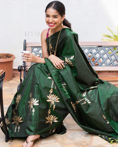 Simple Sarees, Trendy Sarees, Stylish Sarees, New Fashion Saree, Indian Fashion, Ootd Fashion, Ethnic Wear Designer, Indian Designer Outfits, Bottle Green Saree