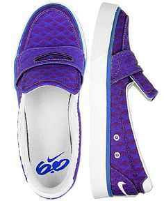 I am loving these Nike Loafers.  Especially the purple.  Nike 6.0 Balsa Loafer.