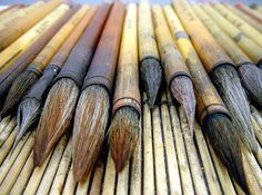 Sumi-e paint brushes Japanese Calligraphy, Calligraphy Art, Painting Tools, Ink Painting, Brooms And Brushes, Chinese Brush, Jolie Photo, Crayon, Paint Brushes