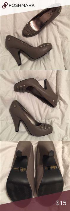 *FINAL PRICE* Military stud pumps Hidden platform. Brand new, never worn. Qupid Shoes Heels