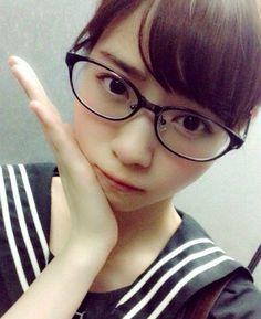 メガネ女子 西野さんもお似合いです。
