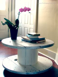 Spool Table DIY {The Happy Tulip}...someone make this for my apartment!