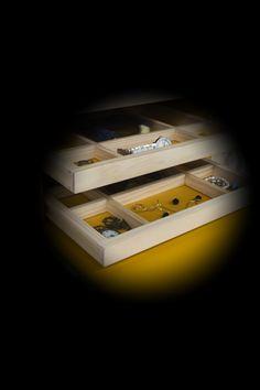 Todos tus secretos están bien guardados en tu armario joyero Homekadö. armariojoyero.launchrock.com