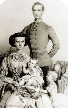 Sisi and Franz Joseph I. with their children.