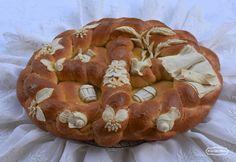 Serbian decorated ritual breadhttp://www.degustibusitinera.it/62-ricettario/pani-decorati/189-il-pane-rituale-serbo-di-pata-markovic.html