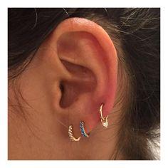 ✨ Upper lobe piercing clicker with a a little diamond trillion charm (shop link in profile) @prikdpeterrobin #MariaTash #diamondjewelry #turquoisejewelry #charm #curatedear #libertyxmariatash #earcandy #goldjewelry