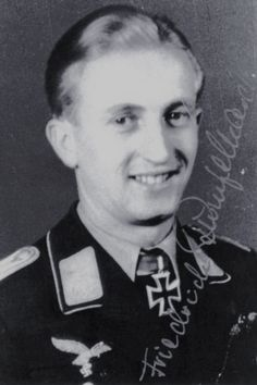 Leutnant Friedrich Rumpelhardt (1920-2011), Ritterkreuz 08.08.1944 als Oberfeldwebel und Bordfunker in der IV./Nachtjagdgeschwader 1 ✠ Erfolgreichster Bordfunker der Nachtjagd. War an 100 Nachtabschüssen beteiligt. 130 Feindflüge. Eingereicht zum Eichenlaub verliehen.