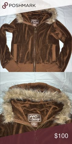 🔹Vanity Soft Brown Fur Hood Zip Coat🔹 🔹Vanity Soft Brown Fur Hood Zip Coat🔹 🔹Size M🔹 🔹Fabric: 55% Polyvinyl Chloride 35%Polyester 10% Polyurethane🔹 🔹NO Damage, Snags or Stains🔹 Vanity Jackets & Coats