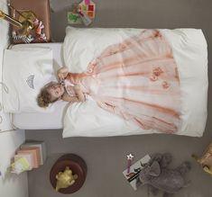 prinsessenkamer met originele dekbedovertrek van Snurk. Meer info op: http://www.interieurdesigner.be/interieurtips/detail/snurk-originele-dekbedovertrek-voor-kinderen