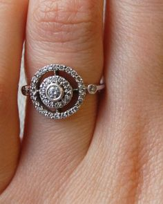 This is so unique.. all I van say is wow! Art Deco Engagement Ring | MuchPics