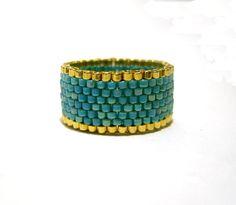 Or et Turquoise perlée anneau anneau de perle par JewelleryByJora