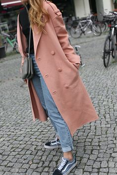 Desi is wearing a dusky soft pink Tibi coat, Céline Trio bag, Mom jeans, Vans old skool sneakers, high neck top and red lipstick. - teetharejade.com