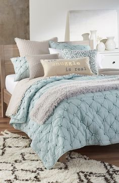 Calming shades of blue mixed iwth nice neutrals and the prettiest of textures?…