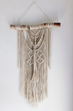 Macrame Wall Hanging on Birch Wood // Textured Fringe Wall Hanging door ThreeFernsCo op Etsy https://www.etsy.com/nl/listing/251013911/macrame-wall-hanging-on-birch-wood
