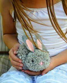 Pompom Hase basteln mit Kindern - So geht`s!