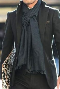 Stylish and functional, men's scarves can be the perfect touch to elevate a winter outfit all while keeping you warm and comfortable. Mens Scarf Fashion, Men Scarf, Men's Fashion, How To Wear Scarves, Men's Scarves, Scarf Knots, Head Scarf Styles, Herren Outfit, Professional Outfits
