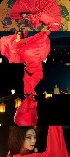 Fan Bingbing в роли легендарной Ян Гуйфэй (Yang Gui Fei, 2015) по обыкновению являет в кадре красивое лицо с глазами бэмби-стайл, бровки домиком и капризно-удивленную оттопыренную нижнюю губку.  Однако, красное платье в танце, призванном вернуть расположение супруга-принца, но привлекшем внимание отца-императора, кроет всё. Прослеживаются аналогии с платьем https://www.pinterest.com/pin/523965737877281805/
