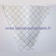 Cornet à frites en papier kraft de couleur blanche avec rayures bleues. http://www.laboutiquedujetable.fr/89-wrap-frite