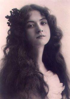 Maude Fealy - actress