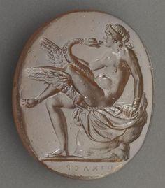 Intaglio: Leda and the Swan.  Agate. (n.d.)| Photo (C) RMN-Grand Palais (musée du Louvre) / Jean-Gilles Berizzi