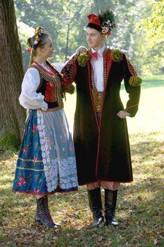 Photo via Zpit Ziemia Żywiecka. Traditional Fashion, Traditional Dresses, Folk Costume, Costumes, Polish Embroidery, Polish People, Ukraine, Polish Folk Art, Art Populaire