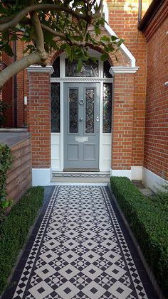 black and white victorian reproduction mosaic tile path battersea York stone rope edge buxus london front garden Front Garden Path, Front Path, Front Door Steps, Front Gardens, House Front Door, Garden Paths, Victorian Front Garden, Victorian Front Doors, Victorian Terrace House