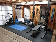Cool 8 awesome Home Gym Design Ideas for Private Exercise Room Many people are eager to live healthily, but few are truly aware of the importance of healthy living. Healthy living is not only eating food and being. Home Gym Basement, Home Gym Garage, Diy Home Gym, Gym Room At Home, Home Gym Decor, Crossfit Garage Gym, Workout Room Home, Workout Rooms, Small Home Gyms