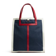 Nautical tote made from classic cotton twill with leather trims create the Tommy Hilfiger signature look. Rose gold flag between the short carry handles. Midnight twill lining.Dimensions: 37 x 18.5 x 37.2cm.