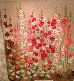 hollyhocks made from hexies! Patchwork Hexagonal, Motif Hexagonal, Hexagon Pattern, Hexagon Quilt, Patch Quilt, Applique Quilts, Flower Quilts, English Paper Piecing, Quilt Patterns