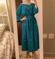 Hoş hoş baby girl hair style for short hair Baby Hair Style Hijab Fashion Summer, Modern Hijab Fashion, Hijab Fashion Inspiration, Abaya Fashion, Muslim Fashion, Modest Fashion, Fashion Dresses, Boho Fashion, Hijab Outfit
