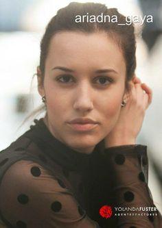 Ariadna Gaya interpreta magistralmente a Aurora Castro en 'El Secreto de Puente Viejo', serie que se emite todas las tardes en Antena 3