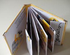 Album aux pages pliées en deux et collées dos à dos. Les pages intérieures sont fixées seulement sur la couverture du dos. (album également présenté ici : http://www.lesetoilesduscrap.com/2014/08/anne-un-air-de-famille.html)