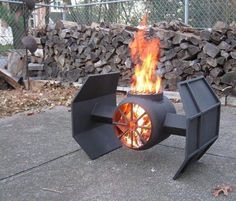 Fire Pit Design Idea For More Attractive – Best Outdoor Fire. The party doesn't have to end when the sun goes down. Discover fire pit ideas to make your outdoor space warm. Diy Fire Pit, Fire Pit Backyard, Metal Fire Pit, Fire Pit Grill, Cool Fire Pits, Metal Projects, Diy Projects, Project Ideas, Furniture Projects