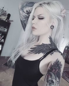"""Ahh yes let's play """"Spot all the weird shit in the background of my awkward selfies""""! Punk Girls, Gothic Girls, Hot Goth Girls, Sexy Hot Girls, Mutterschaft Tattoos, Tattoo On, Girl Tattoos, Goth Beauty, Dark Beauty"""