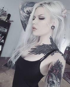 "Ahh yes let's play ""Spot all the weird shit in the background of my awkward selfies""! Punk Girls, Gothic Girls, Hot Goth Girls, Mutterschaft Tattoos, Tattoo On, Girl Tattoos, Tattoos For Women, Goth Beauty, Dark Beauty"