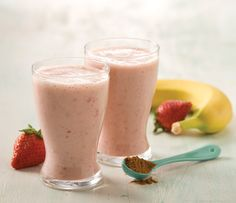 Strawberry Coconut Milk Smoothie: This cool strawberry smoothie has creamy coconut milk for rich tropical flavor. Milk Smoothie Recipes, Coconut Milk Smoothie, Smoothie Drinks, Blender Recipes, Cooking Recipes, Nutribullet Recipes, Mccormick Recipes, Healthy Drinks, Healthy Eating