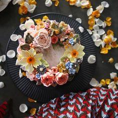 ㅡ 요즘. 애정컬러. ㅡ # #cake #flowercake #partycake #birthday #weddingcake #buttercreamcake #buttercream #designcake #soocake #플라워케익 #수케이크 #꽃스타그램 #버터크림플라워케이크 #베이킹클래스 #플라워케익클래스 #생일케익 #수케이크 www.soocake.com vkscl_energy@naver.com