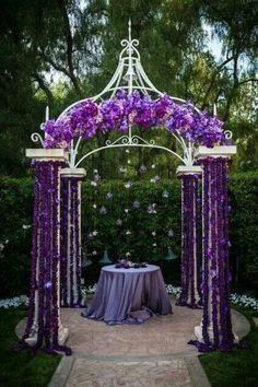 Not crazy about the purple but this would be great for an outside fall wedding.