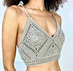 Diy Crochet Clothes, Crochet Bra, Cute Crochet, Vintage Crochet, Crochet Designs, Crochet Patterns, Crotchet Crop Top, Crop Top Pattern, Crochet Summer Tops