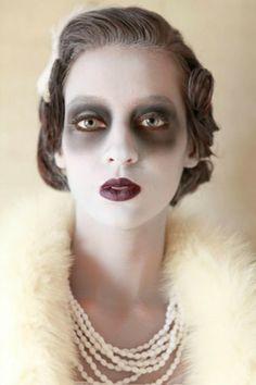 excellente idée maquillage halloween, déguisement retro à combiner avec une robe vintage