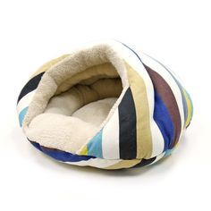 The contemporary stripe pattern on the outside and soft beige in the inside makes this a dog bed unlike any other. Cuddle your pet in the designer styled Burger Bed. It is an enchanting small dog bed