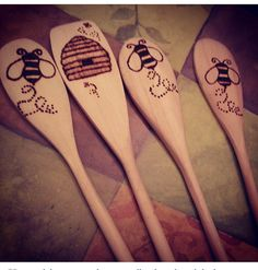Items similar to Set of 4 Decorative and Practical Wooden Spoons on Etsy Wood Burning Crafts, Wood Burning Patterns, Wood Burning Art, Wood Crafts, Spoon Art, Wood Spoon, Into The Woods, Creation Deco, Bees Knees