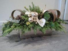 Christmas Flower Arrangements, Holiday Centerpieces, Christmas Flowers, Xmas Decorations, Flower Decorations, Christmas Wreaths, Christmas Crafts, Christmas Floral Designs, Christmas Design