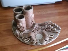 Crafts from jute - interesting ideas and options for manufacturing fiber products Sisal, String Crafts, Burlap Crafts, Bottle Art, Bottle Crafts, Free Quilling Patterns, Wrapped Wine Bottles, Bobbin Lacemaking, Bamboo Art