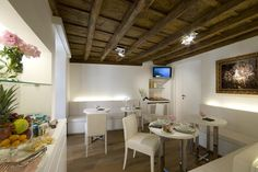 At Gigli d'Oro Suite, Rome, Italy. By Hotelied.