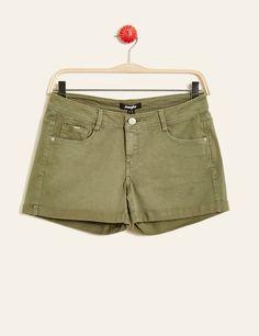 short avec revers kaki - http://www.jennyfer.com/fr-fr/vetements/shorts/short-avec-revers-kaki-10010383033.html