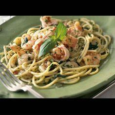 Menù di... mare  SPAGHETTI AL PESTO CON GAMBERI  Ingredienti (per 4 persone): 400 gr. di spaghetti (o pasta a piacere), 16 gamberi freschi, 12 pomodorini, 100 gr. di basilico, 40 gr. di pinoli,1 spicchio d'aglio, sale  Preparazione:  Lavate in acqua fredda il basilico, poi mettetelo ad asciugare su un canovaccio. Mettete le foglie di basilico ormai asciutte su un tagliere e tritatele finemente con la mezzaluna.  Quindi riponete il trito in un'ampia tazza. Unitevi l'olio, lo spicchio di aglio…