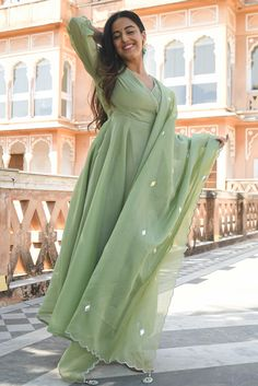 Fashion Wear, Cute Fashion, Fashion Outfits, Salwar Kameez, Kurti, Silk Suit, Soothing Colors, Saree Look, Party Wear Dresses