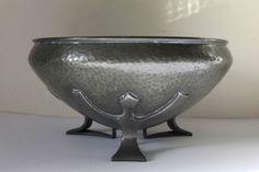 """Solkets Liberty Tudric Pewter Bowl by Oliver Baker 01128 c1910 8"""" diameter 20cm #WHHaseler"""